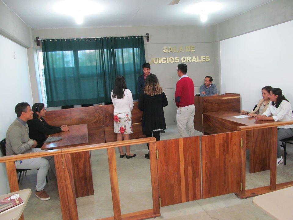 Nuestros estudiantes del 5° semestre del Colegio Nacionalista México, llevaron a cabo una simulación de Juicio dentro de nuestra Sala de Juicios Orales, esta práctica es parte de su evaluación ordinaria en la materia de Derecho, a cargo del Profesor Osvaldo Javier Vidal Santiago.