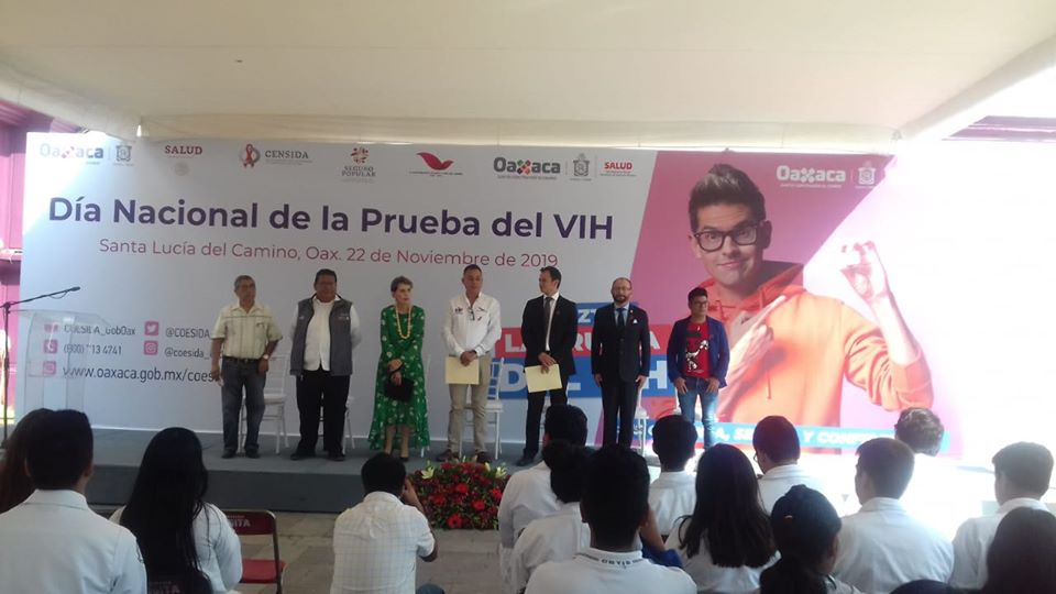 Dentro del marco del Día Nacional de la Prueba del VIH, nuestro Rector, el Dr. Eduardo Contreras García, asistió como invitado a la inauguración de las actividades conmemorativas al #DíaDeLaPruebaDeVIH, encabezado por la Directora General, Gabriela Velásquez Rosas en compañía de autoridades de los Servicios de Salud de Oaxaca y el Ayuntamiento de Santa Lucía del Camino.