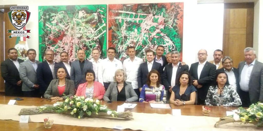 Reunión de trabajo encabezada por el Director del INJEO Oaxaca para la realización de distintos proyectos, con la participación de jóvenes estudiantes, catedráticos, administrativos y directivos de la educación pública y privada del Estado de Oaxaca, en pro de la sociedad y para el bien común.
