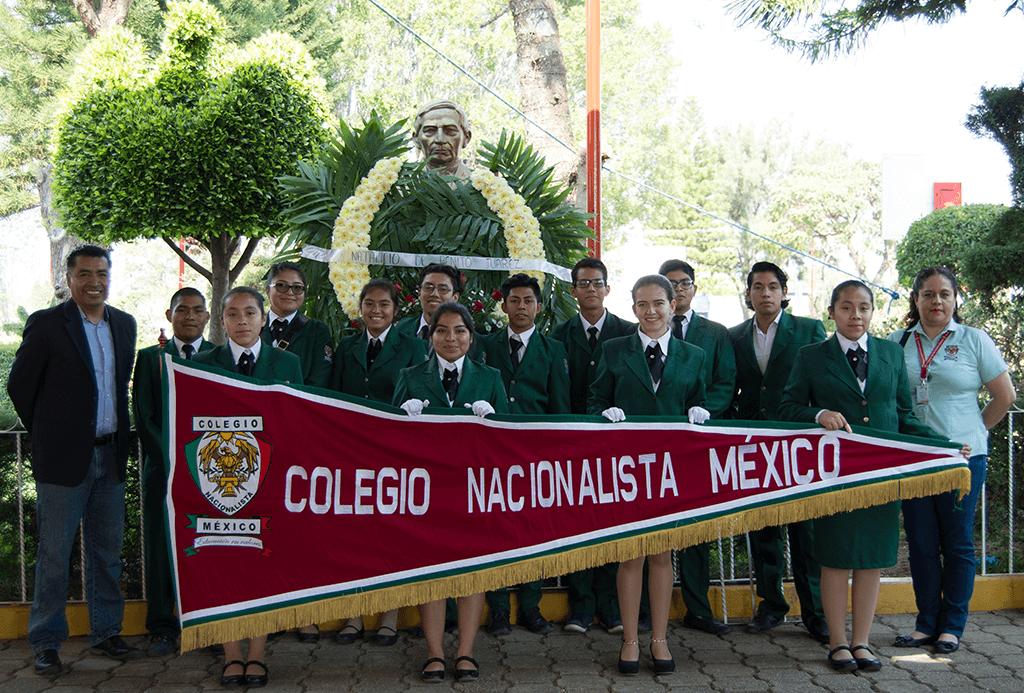 Jovenes del CNM en la Ceremonia con motivo del Natalicio del Lic. Benito Juárez García, celebrado el 21 de Marzo de 2018 en el Municipio Tlalixtac de Cabrera.
